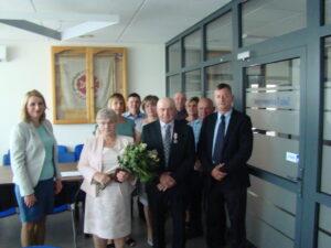 Na zdjęciu jubilaci wraz zrodziną orazWójtem Gminy Augustów iPanią Sekretarz Gminy Augustów